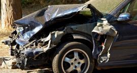 Nastolatek bez prawa jazdy spowodował wypadek – 2 osoby w szpitalu