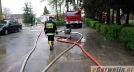 Lokalne podtopienia w powiecie. Zespół Szkół w Głoskowie zalany
