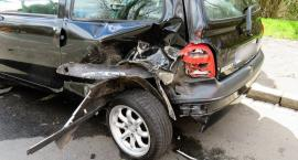 Wypadek – nietrzeźwy kierowca uderzył w golfa – w szpitalu kobieta