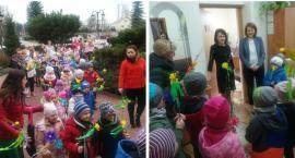 Wiosenny pochód radosnych przedszkolaków z Górzna