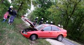 Pędził 150 km/h, bo pokłócił się z żoną – Audi w rowie, w aucie 3 dzieci