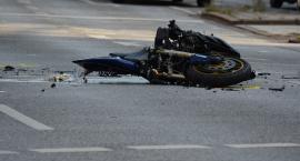 Wypadek na 801 – Kierowca osobówki nie ustąpił pierwszeństwa motocykliście