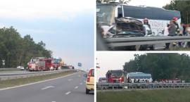 Osobówka uderzyła w autobus z Ukrainy i barierki