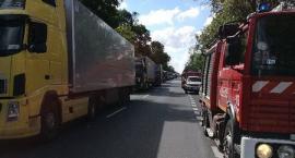 Wypadek w Gocławiu: 10 osób rannych. DK 17 zablokowana