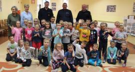 Policjanci i sokiści z wizytą w przedszkolu