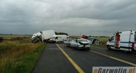 DK17: 31 osób rannych po zderzeniu 6 aut