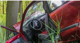 Volkswagen uderzył w drzewo – Zatrzymane prawa jazdy za prędkość i alkohol