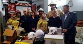 Strażacy z OSP Garwolin dostali ubrania, buty, rękawice i hełmy