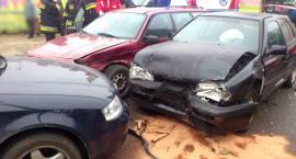 Kolizja trzech samochodów przy Biedronce – Dwa zderzyły się czołowo