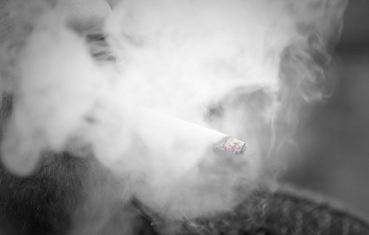 Kryminalne, Wpadają funkcjonariusze trefnym tytoniu - zdjęcie, fotografia