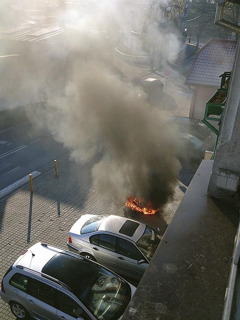 Na drogach, Skuter płonął ulicy - zdjęcie, fotografia