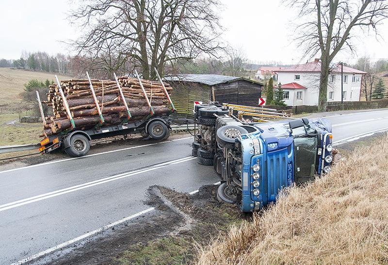 Na drogach, Niebezpiecznie naszych drogach - zdjęcie, fotografia