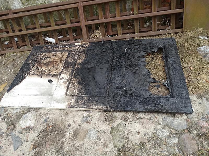 Pali się, Ogień piekarnika przedostał kuchnię - zdjęcie, fotografia