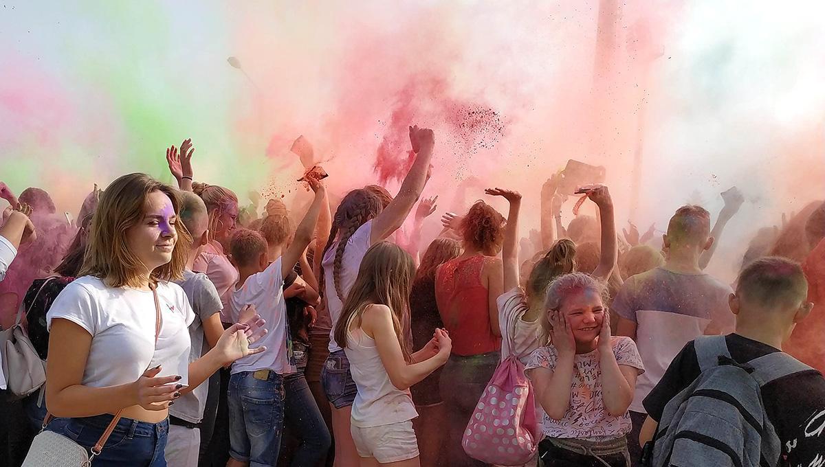 Na bieżąco, Festiwal baniek mydlanych kolorów stadionie - zdjęcie, fotografia