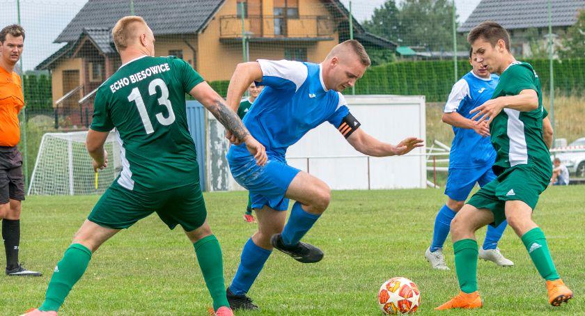 Piłka nożna, Borzytuchomianie liderem okręgówki - zdjęcie, fotografia