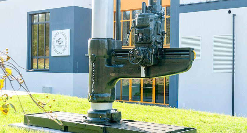 Na bieżąco, Maszyna przed Bytowie - zdjęcie, fotografia
