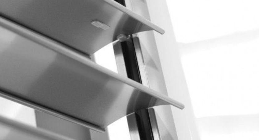 Firmy, Żaluzje pionowe fasadowe różnią - zdjęcie, fotografia