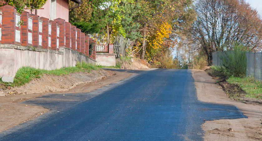 Na bieżąco, Przybyło asfaltowych dróg Pomysku Małym - zdjęcie, fotografia