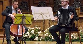 Dźwięki wiolonczeli i akordeonu