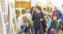 Wystawa młodych w muzeum