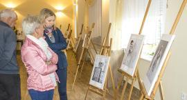 Wystawa prac Soni Tybory w Tuchomiu [FILM+GALERIA]