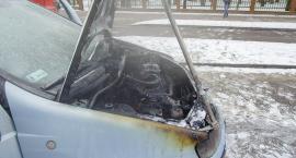 Auto płonęło na rondzie