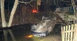 Luksusowe auto w rzece