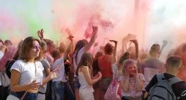Festiwal baniek mydlanych i kolorów na stadionie