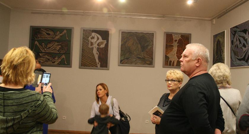 Wystawy, wystawa malarstwa - zdjęcie, fotografia