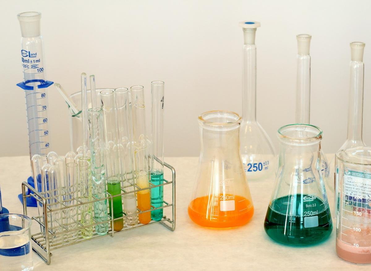 Wiadomości, Dystrybutor surowców chemicznych osiągnięcia firmy Overlack - zdjęcie, fotografia