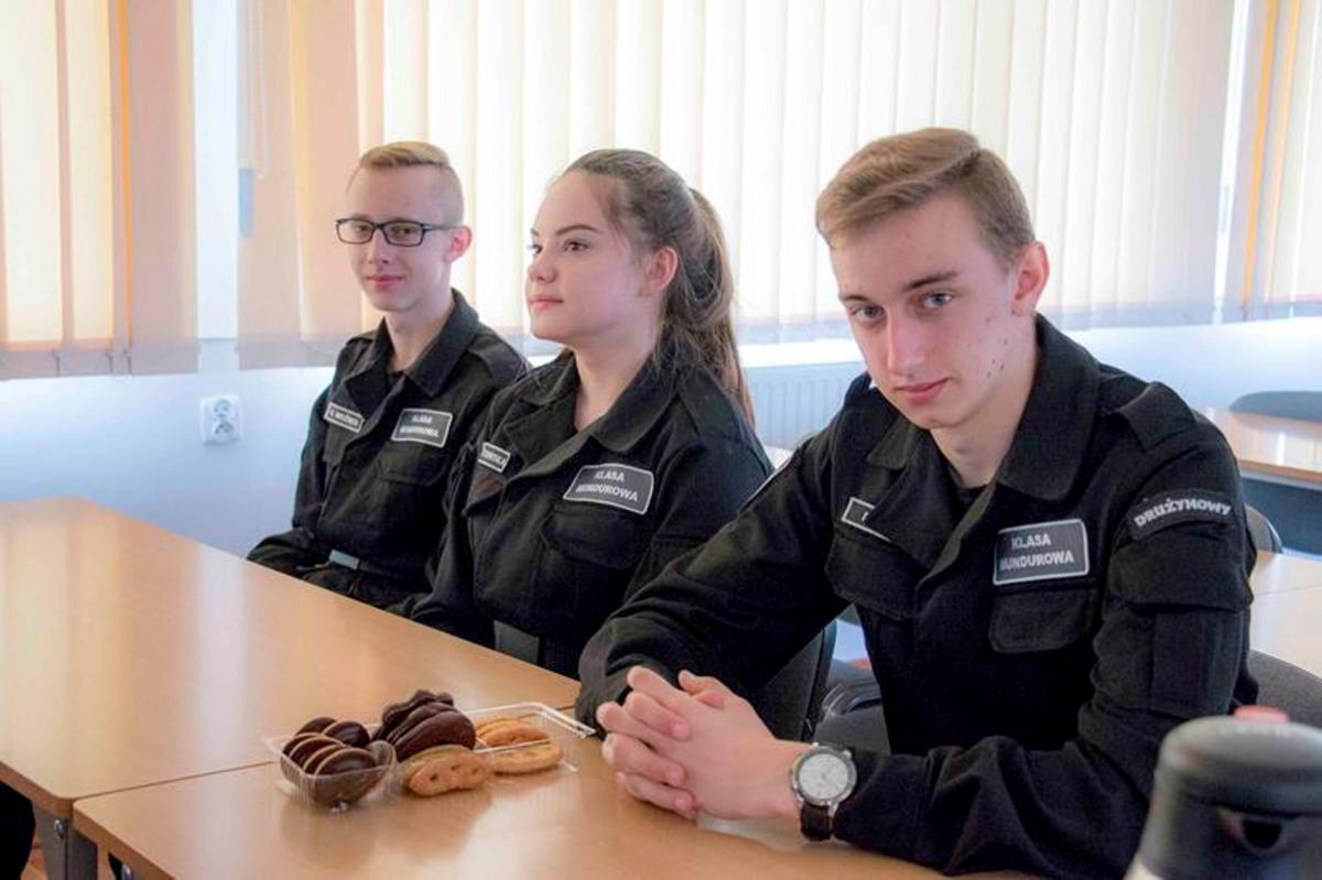 ponadgimnazjalne, Laureaci klasy policyjnej - zdjęcie, fotografia