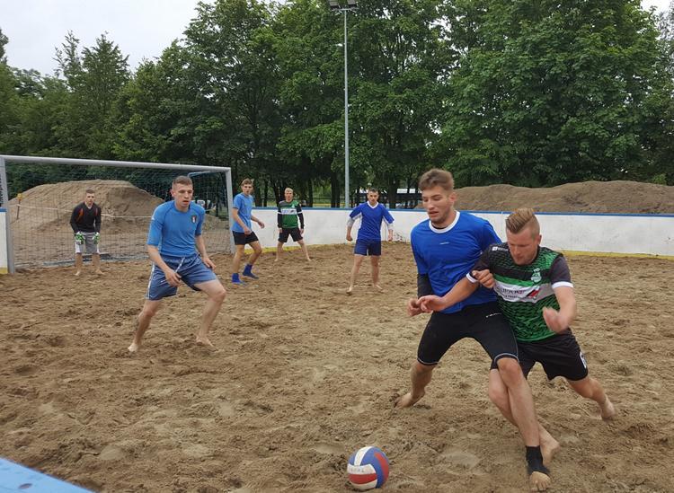 Piłka ręczna, Zmagają piaskiem pogodą - zdjęcie, fotografia
