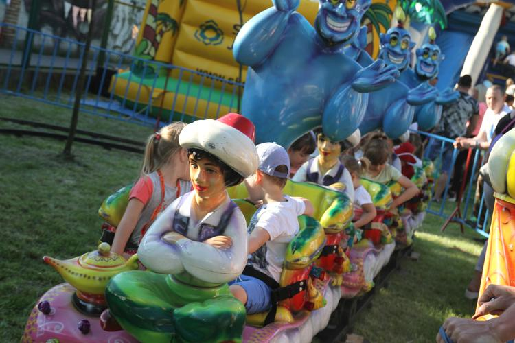 przedszkola, Dzieci bawiły festynie Muzycznej Krainie - zdjęcie, fotografia