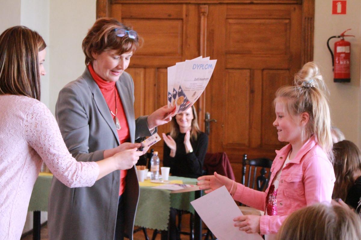 Edukacja, Międzyszkolny Konkurs Piosenki Anglo Amerykańskiej Gimnazjum - zdjęcie, fotografia