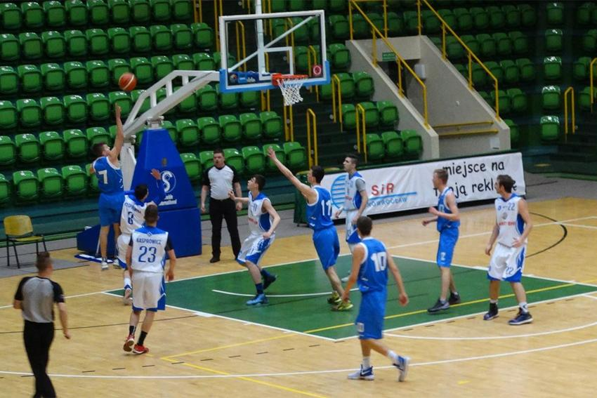 Koszykówka, Kasprowicz awansował etapu centralnego - zdjęcie, fotografia