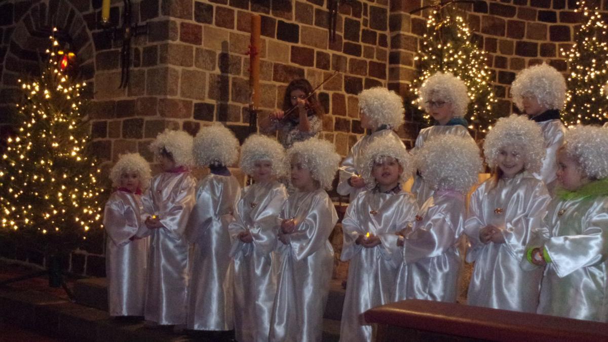 Edukacja, Zakończyły aniołkowe życzenia płynące Muzycznej Krainy - zdjęcie, fotografia