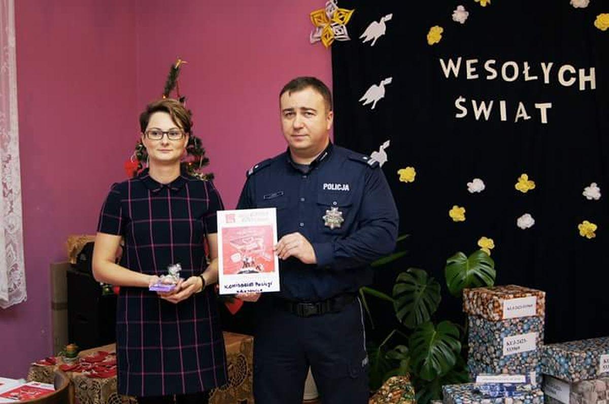 Komunikaty Policja, Policjanci pracownicy Kruszwicy akcji Szlachetna Paczka - zdjęcie, fotografia