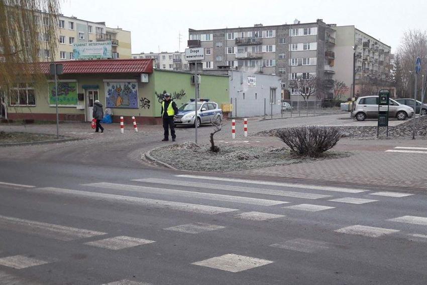 Komunikaty Policja, Pieszy uczestnik ruchu drogowego - zdjęcie, fotografia
