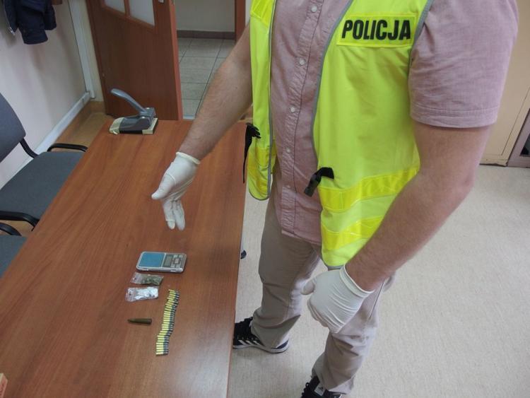 Komunikaty Policja, Miał narkotyki amunicję - zdjęcie, fotografia