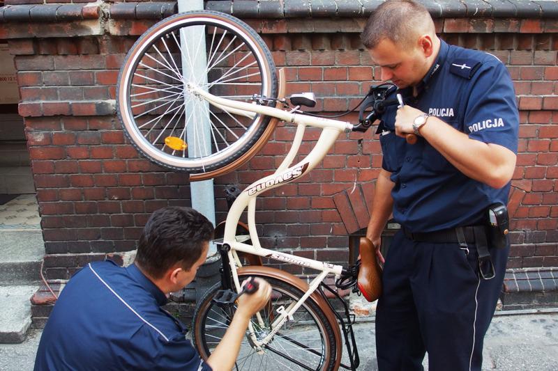 Komunikaty Policja, Policja znakuje rowery - zdjęcie, fotografia