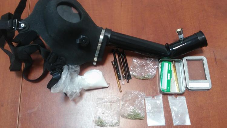 Komunikaty Policja, latka przyłapana narkotykami - zdjęcie, fotografia