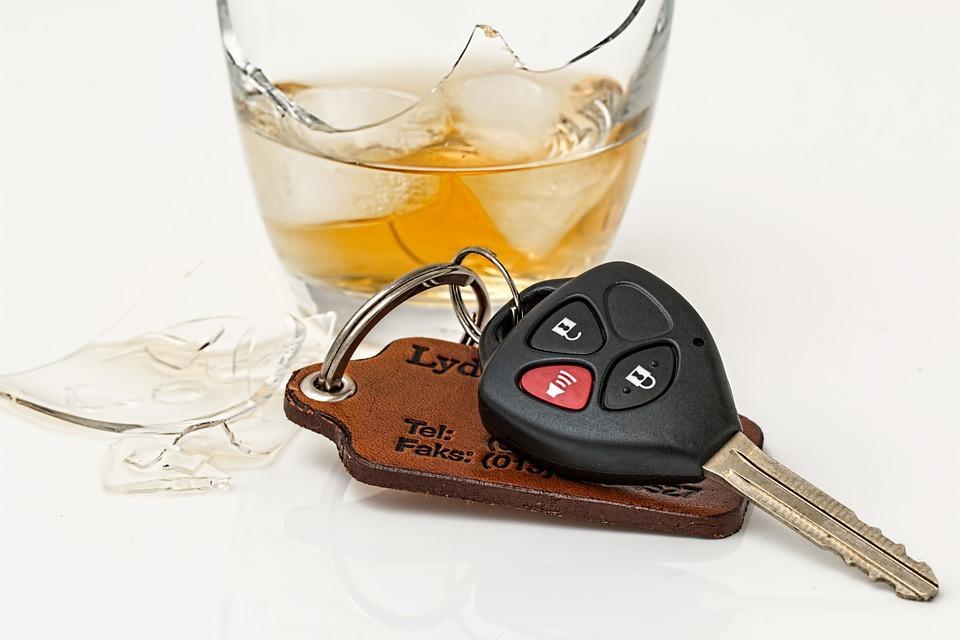 Komunikaty Policja, odpuścił zatrzymał pijanego kierowcę - zdjęcie, fotografia