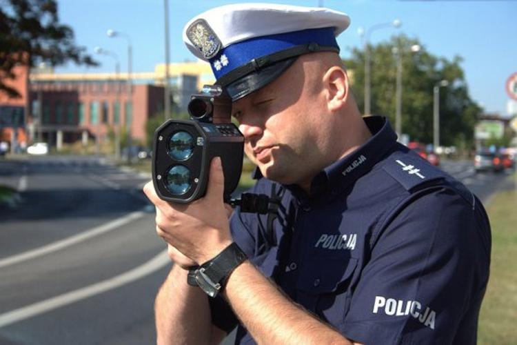 Komunikaty Policja, Bezmyślność kierowców granic - zdjęcie, fotografia