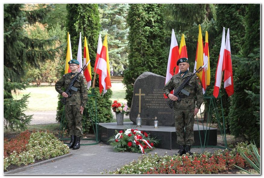Społeczeństwo, Inowrocławianie upamiętnili rocznicę napaści Rosji Sowieckiej Polskę - zdjęcie, fotografia