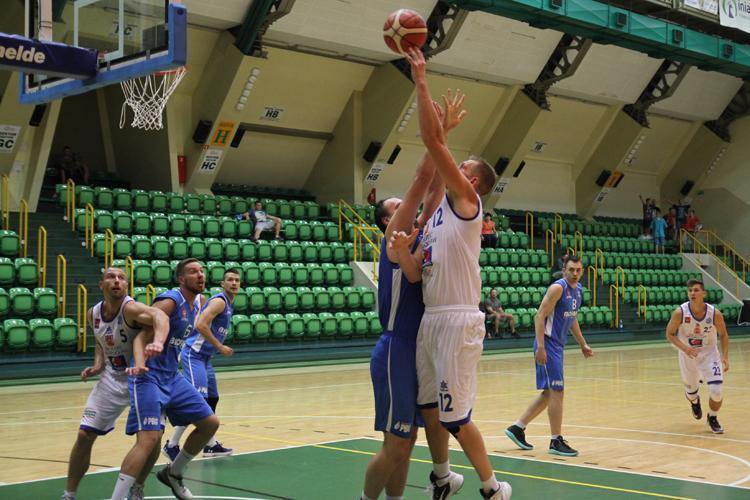 Koszykówka, ostatni sparing Noteć przed sezonem - zdjęcie, fotografia