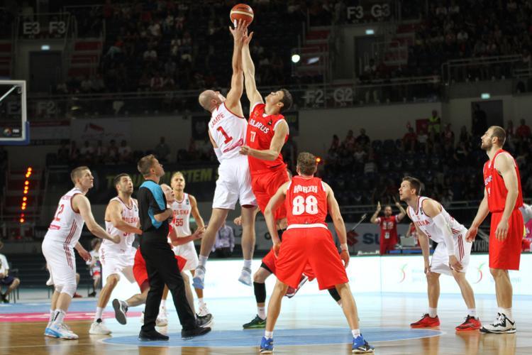 Koszykówka, Krutikow rozpracował naszą kadrę - zdjęcie, fotografia