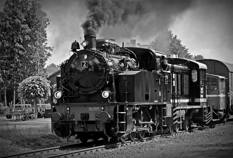 Społeczeństwo, Radni zainteresowali lokomotywą - zdjęcie, fotografia