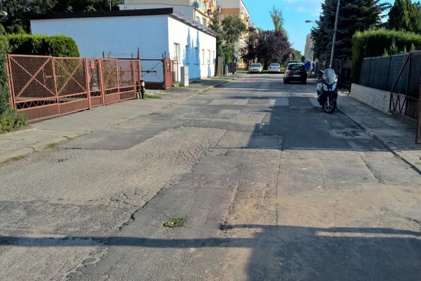 Blogi, żyje ulicy Dąbrówki - zdjęcie, fotografia