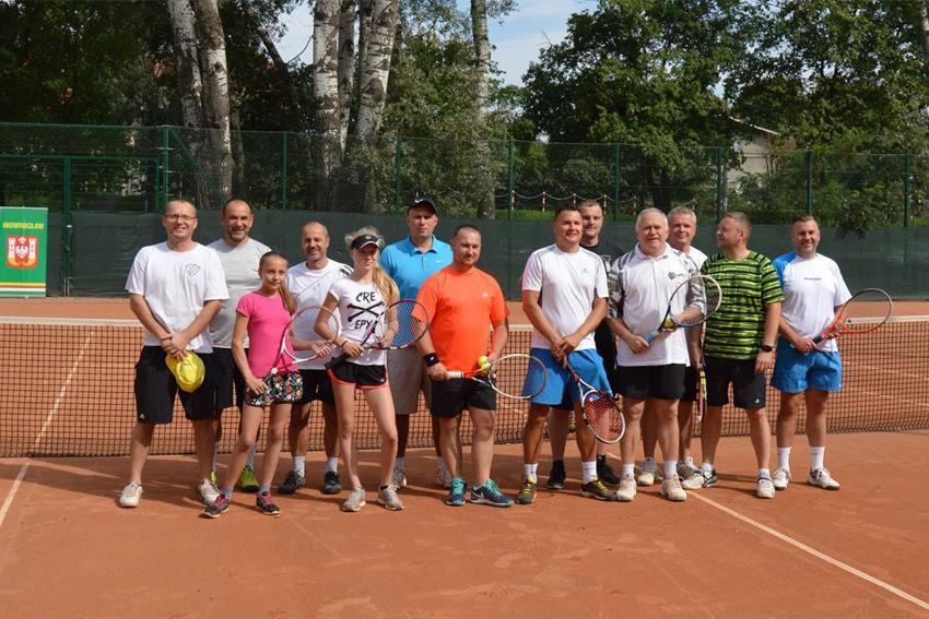 Tenis ziemny, Tenisiści rywalizują puchar dyrektora - zdjęcie, fotografia