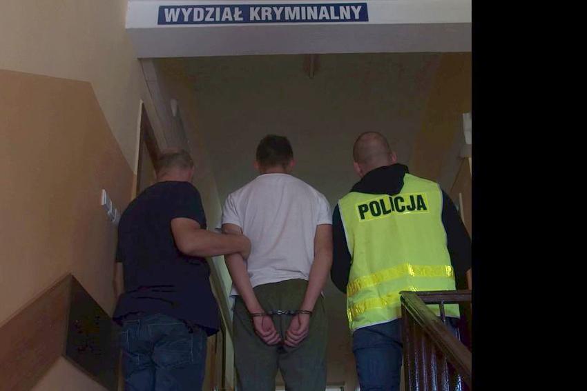 Komunikaty Policja, Zatrzymani kradzieży włazów - zdjęcie, fotografia